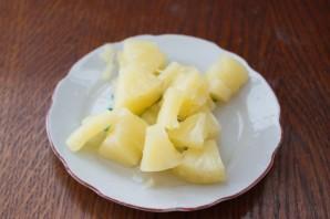 Индейка с ананасами на шпажках - фото шаг 3