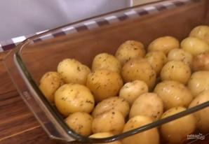 Молодой картофель, запеченный в духовке - фото шаг 2