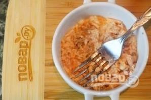 Салат из консервированного лосося  - фото шаг 3