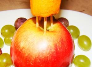 Елочка из фруктов - фото шаг 3