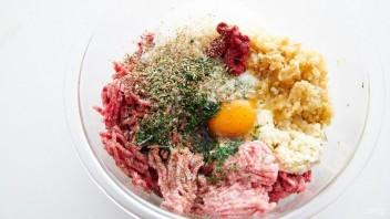 Спагетти с мясными шариками в томатном соусе - фото шаг 2