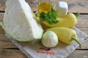 Капуста, маринованная с перцем и луком - фото шаг 1
