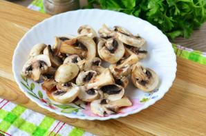 Салат с сайрой и грибами - фото шаг 2