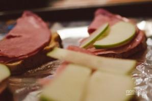 Горячие бутерброды с яблоком - фото шаг 4