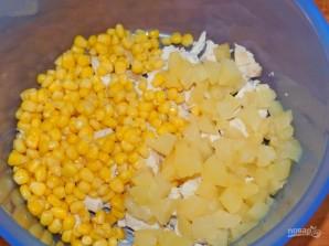 Салат с ананасами и йогуртом - фото шаг 2