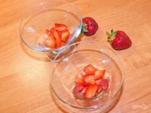Муссовый десерт на белом шоколаде с клубникой - фото шаг 7