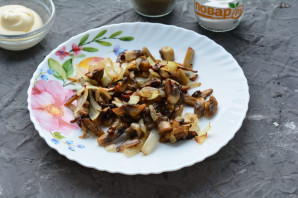 Салат с морской капустой и грибами - фото шаг 4