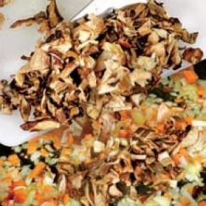 Икра грибная из сушеных грибов - фото шаг 2