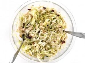 Салат с капустой - фото шаг 5