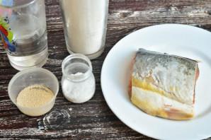 Дрожжевой пирог с красной рыбой - фото шаг 1
