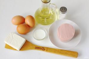 Яичные блинчики с колбасой - фото шаг 1