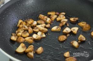 Говяжьи котлеты с подливкой, рисом и яйцом - фото шаг 3