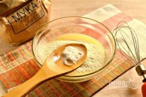Рецепт оладий на молоке без дрожжей - фото шаг 2