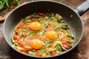 Стручковая фасоль с яйцом и помидорами - фото шаг 6