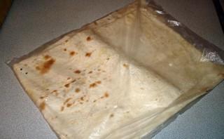 Лаваш с колбасой и сыром - фото шаг 1