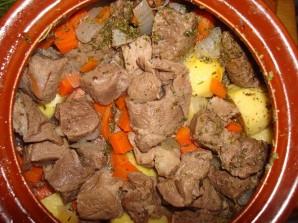 Баранина в горшочках с картошкой - фото шаг 4