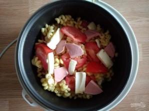 Макароны с помидорами и колбасой в мультиварке - фото шаг 6