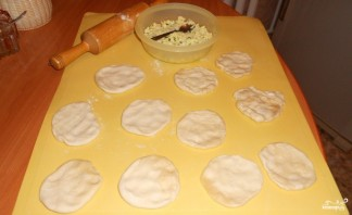 Пирожки с луком и яйцом - фото шаг 1