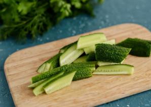 Острый салат из огурцов - фото шаг 2