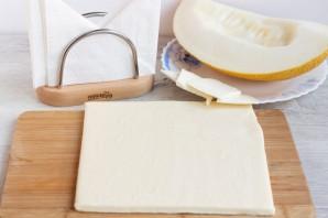 Слойки с дыней и сыром - фото шаг 1