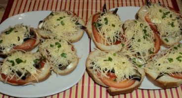 Горячие бутерброды со шпротами и сыром - фото шаг 5