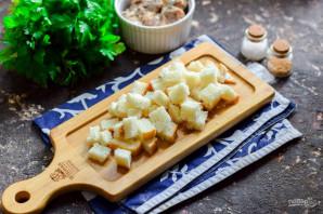 """Салат """"Одуванчик"""" с рыбными консервами - фото шаг 2"""