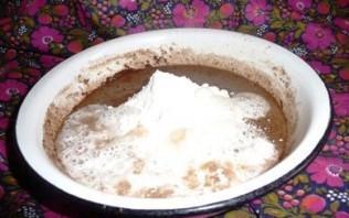 Шарлотка с какао и яблоками  - фото шаг 4
