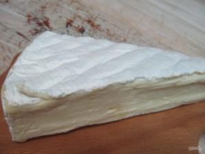 Камамбер в хлебном горшочке с картофелем - фото шаг 2