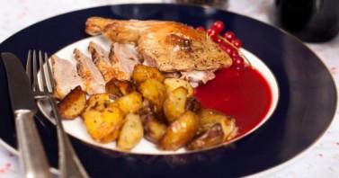 Жареная утка с соусом из красной смородины - фото шаг 11