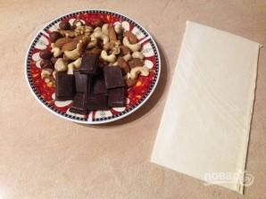 Слоеные печенья с шоколадом и орехами - фото шаг 1