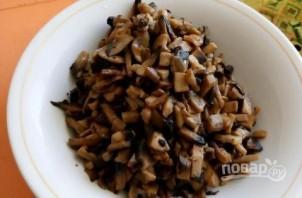 Салат слоеный с грибами - фото шаг 2