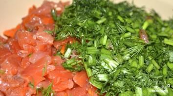 Салат с креветками и красной рыбой - фото шаг 4