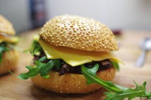 Бургеры с тушеным мясом - фото шаг 7