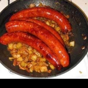 Жареная колбаса с картофелем  - фото шаг 15