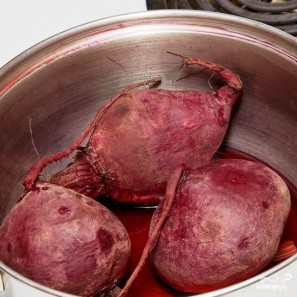 Свекольный салат с черносливом и грецкими орехами - фото шаг 2
