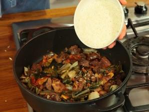 Говядина, тушеная с рисом и овощами - фото шаг 5