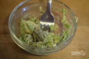 Тост с авокадо и яйцом - фото шаг 3