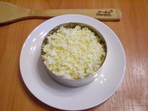 Слоеный салат с курицей и орехами - фото шаг 6