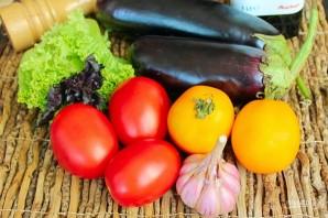 Салат из печеных баклажан с помидорами и чесноком - фото шаг 1