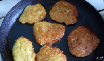 Картофельно-кабачковые драники - фото шаг 2