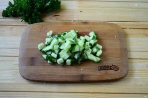 Салат из крапивы с яйцом и огурцом - фото шаг 5