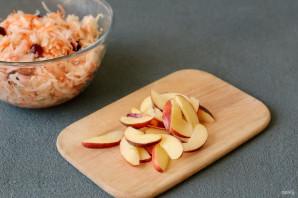 Квашеная капуста с клюквой и яблоками - фото шаг 6