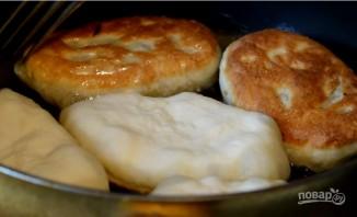 Жареные пирожки с капустой на кислом молоке  - фото шаг 7