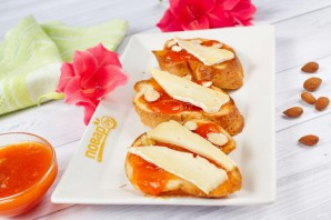 Брускетта с абрикосом, миндалем и сыром - фото шаг 4