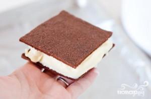 Шоколадные сэндвичи с начинкой из мороженого - фото шаг 4