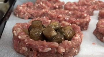 Мясные корзиночки с грибами под горячим сыром - фото шаг 4