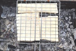 Лаваш с сыром на мангале - фото шаг 9