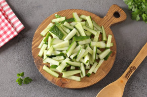 Салат из огурцов с чесноком на зиму - фото шаг 2