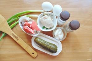 Салат с курицей и маринованными огурцами - фото шаг 1