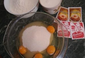 Бисквитное тесто на кефире - фото шаг 1